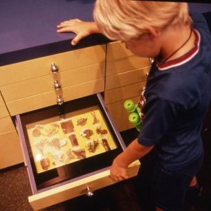 12d-lpzdc-boy-at-drawer